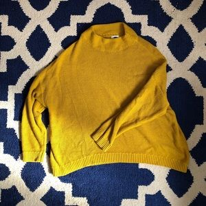 Comfy oversized mustard yellow sweater 🐝
